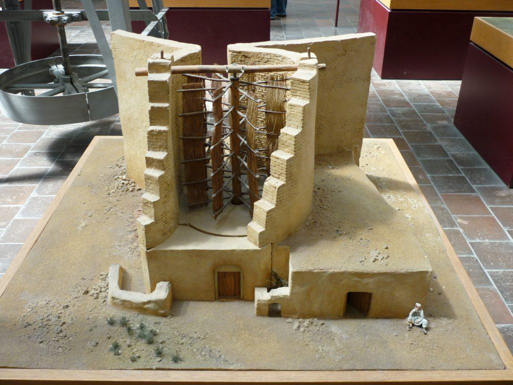 Ricostruzione di un antico mulino a vento persiano