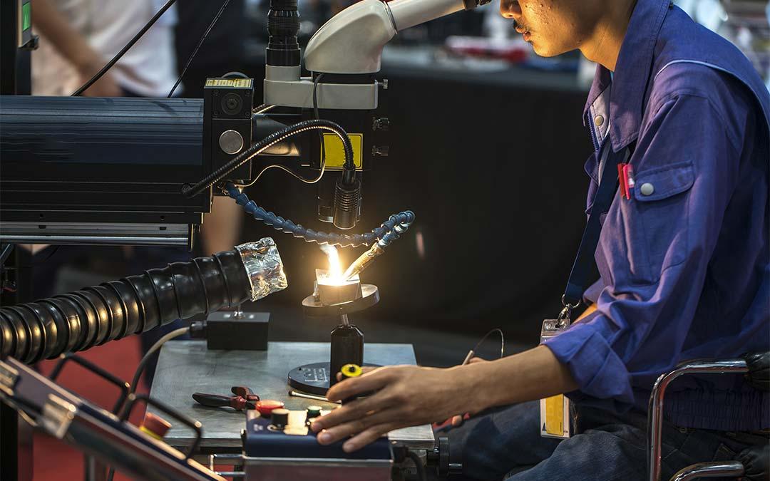soluzioni di movimentazione nel taglio al plasma, nel taglio laser e nel taglio waterjet