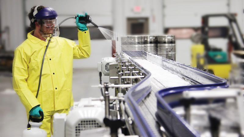 L'igienizzazione di un macchinario nell'industria alimentare